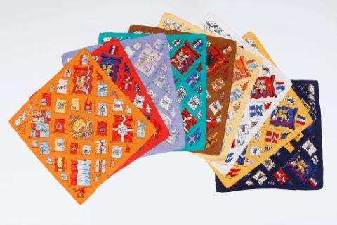 Suite de 9 foulards ou pochettes gavroche, modèle Pavois