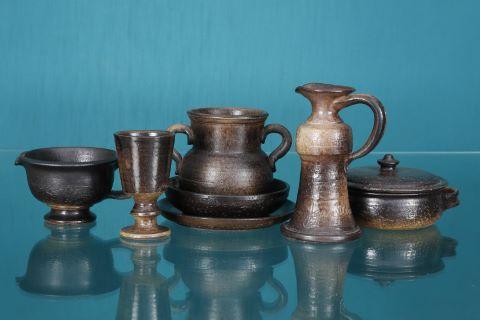 Ensemble de 7 pots, coupelles et plats