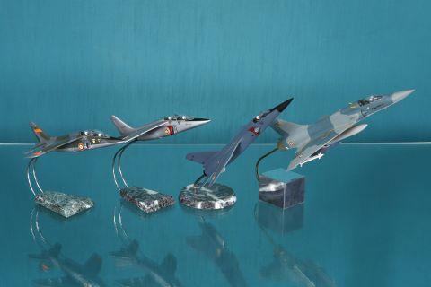 4 maquettes d'avion