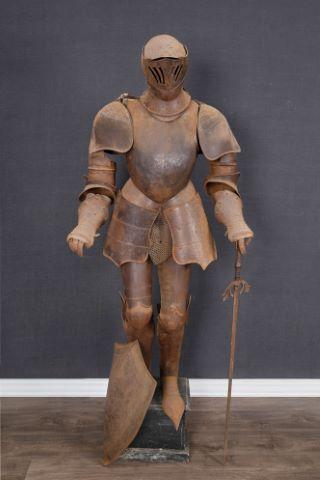 Armure médiévale articulée de chevalier dans le goût italien du XVe siècle (taille réelle)
