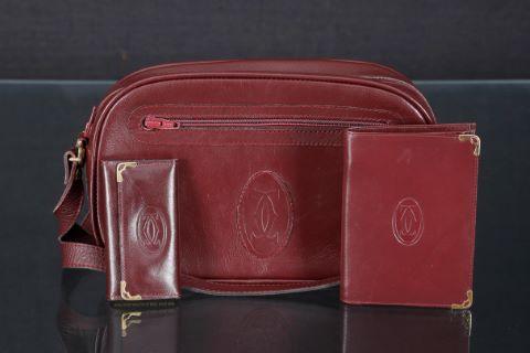1 sac à main + 1 porte-monnaie + 1 porte-clés