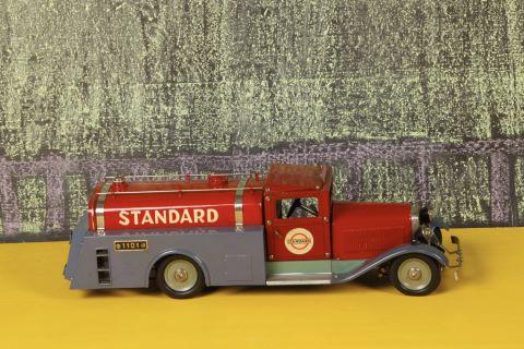 """Camion citerne """"Standard"""" n°110"""