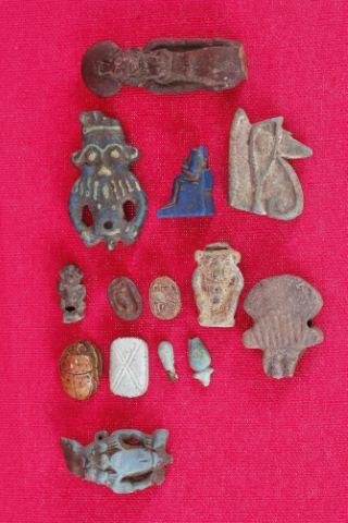 11 amulettes
