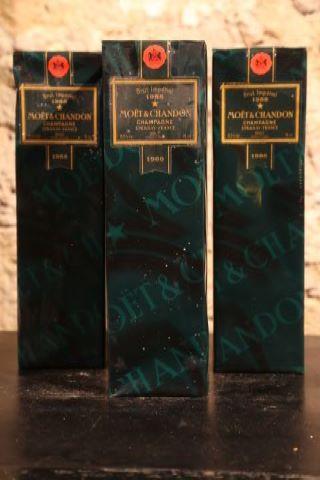 3 bouteilles dans leur étui 1988