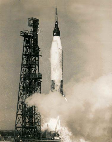 Décollage de John Glenn à bord de Friendship 7 pour le premier vol orbital américain