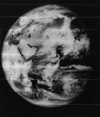 Première photo de la Terre dans son ensemble depuis l'orbite lunaire