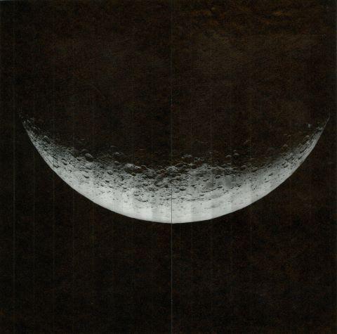 Beau croissant de Lune à 5 000 km d'altitude