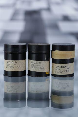 Lot de 3 films positifs noir & blanc d'époque au format 70 mm contenant l'intégralité des magasins WW, PP et OO de la mission Apollo 15 soit 485 clichés