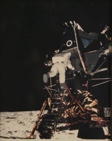 Buzz Aldrin descendant l'échelle du module lunaire, Apollo 11
