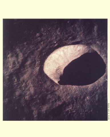 Vues du cratère Schmidt à la surface de la Lune, Apollo 10