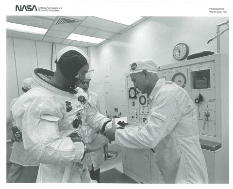 Michael Collins se préparant à monter à bord de la fusée Saturn V, Apollo 11