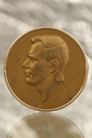 Médaille-présentoir à l'effigie de Yuri Gagarine (1934-1968)