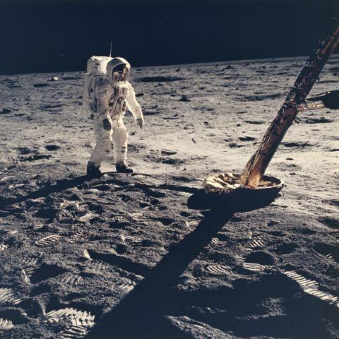 Buzz Aldrin marche vers le module lunaire,Apollo 11