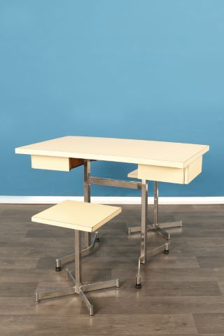 Table et 2 tabourets