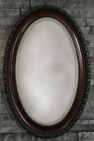 Miroir ovale sculpté