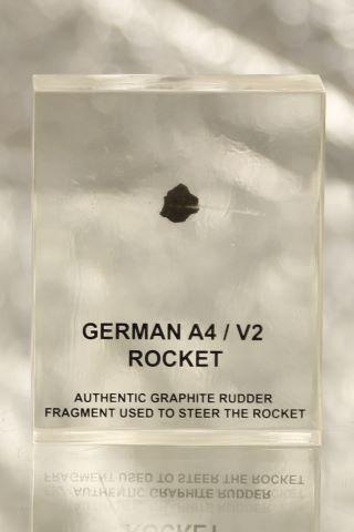 Fragment de graphite d'environ 1,2 x 1,2 x 0,5 cm d'un missile allemand A4/V2