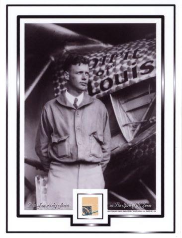 Fragment d'environ 1,3 x 1 cm d'une enveloppe ayant volé à dans l'avion Spirit of St Louis piloté par Charles Lindbergh lors de sa première traversée de l'Atlantique