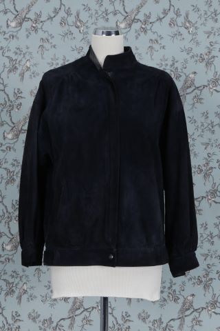 1 veste, 1 gilet, 1 jupe longue