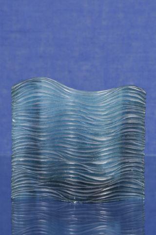 Vase architecturé en superposition de flots
