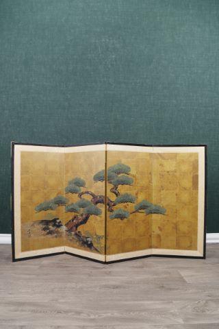 Paravent peint d'un grand pin