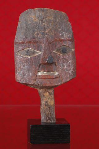 Masque représentant un visage humain