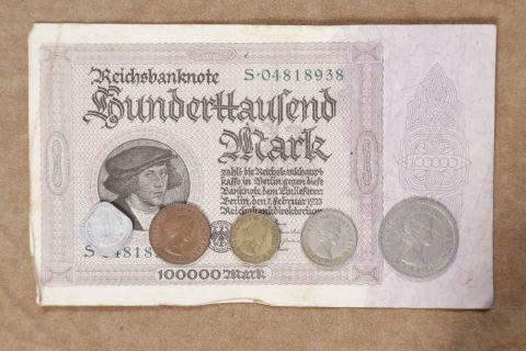 Ensemble de pièces et billets étrangers