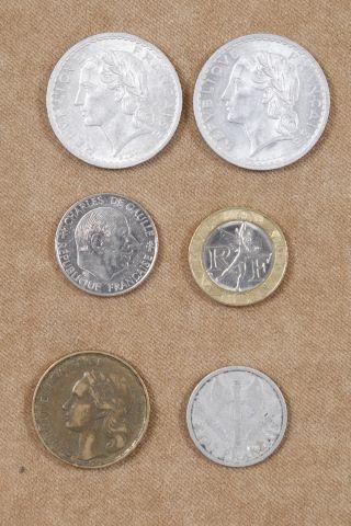 Environ 50 pièces République française du XXe siècle