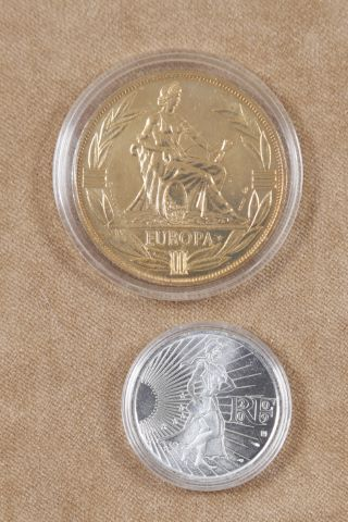 2 pièces commémoratives