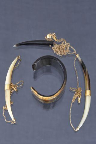 3 colliers + 1 bracelet fantaisie