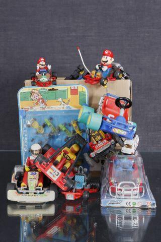 Important ensemble de jouets relatifs au karting