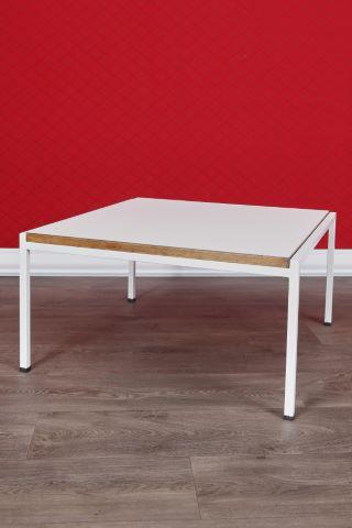 Table basse à plateau carré