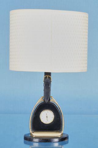 Lampe à poser formant horloge