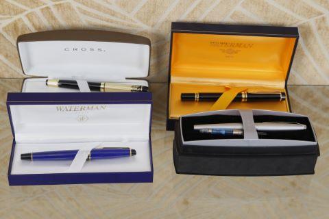 4 stylos à plume dans leurs coffrets