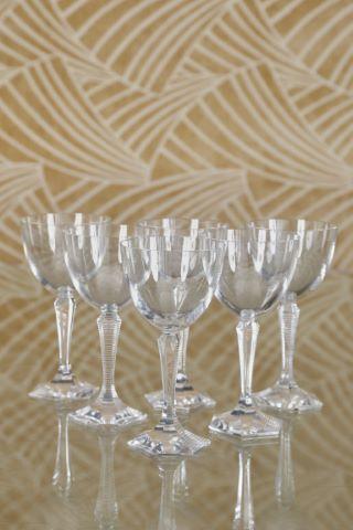Suite de 12 verres à vin, modèle Opéra