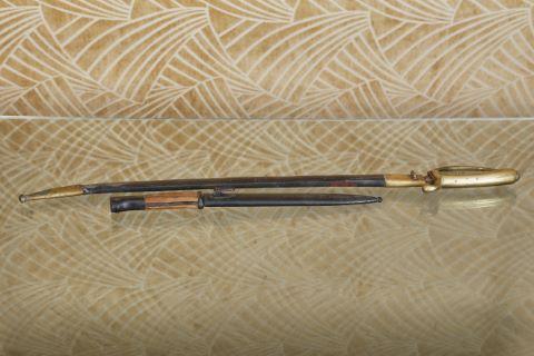 1 sabre et une baïonnette