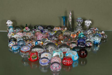Collection d'environ 105 boules presse-papiers sulfure